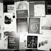 """Viel zu viel Auswahl. Was lohnt sich zu lesen und was nicht? Hier eine kleine Auswahl zu """"Zukunft der Zusammenarbeit""""."""