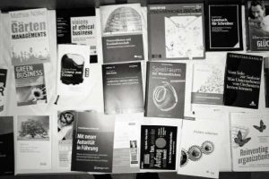 Viel zu viel Auswahl. Was lohnt sich zu lesen und was nicht? Hier eine kleine Auswahl zum Thema 'Zukunft der Zusammenarbeit'.