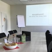Zweiundvierzig. Der größere der beiden Workshopräume im #projektraum42.